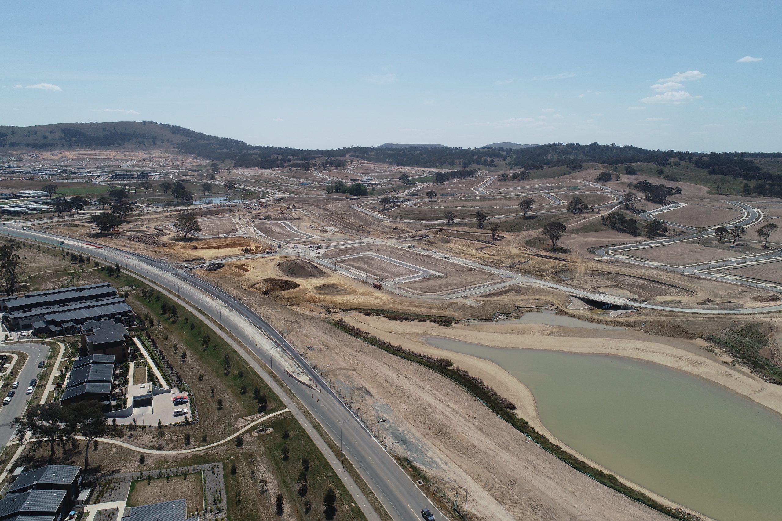 CONSTRUCTING CANBERRA'S COMMUNITIES